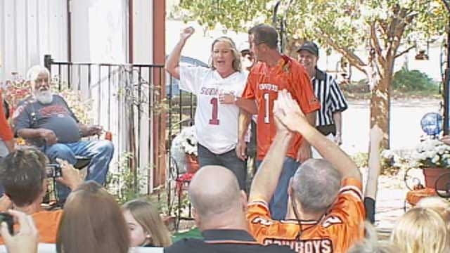 House Divided Couple Celebrates A Bedlam Wedding In Mustang