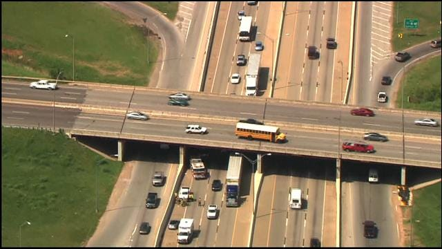 Crews Clear Rollover Accident Along I-35 In SE OKC