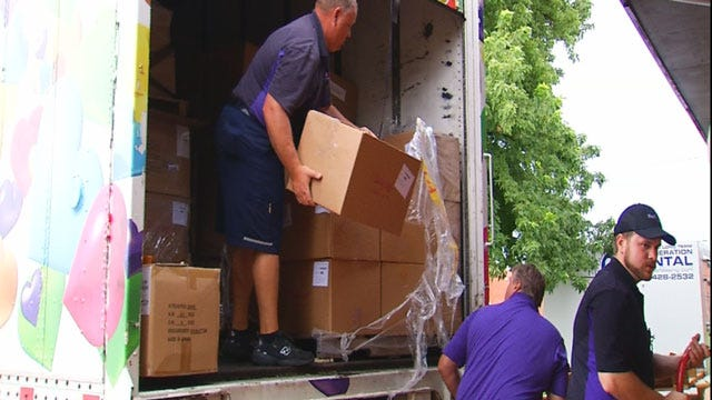 Organization Donates Semi Full Of Supplies To Moore Students