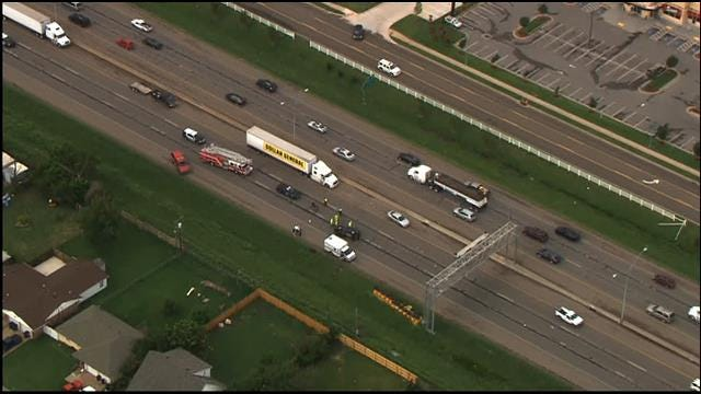 Crash Blocks Traffic On Northbound I-35 In Moore