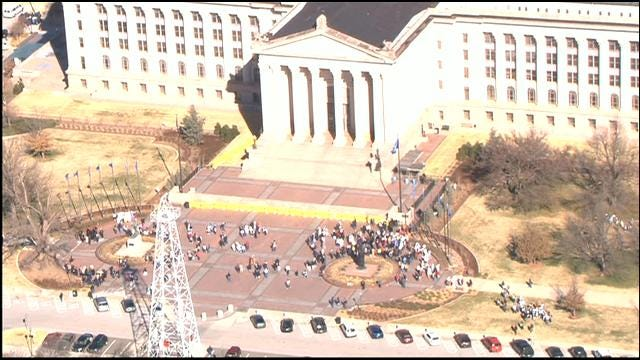 Bomb Threat Cleared, People Allowed Back Into Oklahoma State Capitol