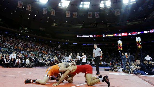 No. 1 OSU Wrestling Dominates Illinois