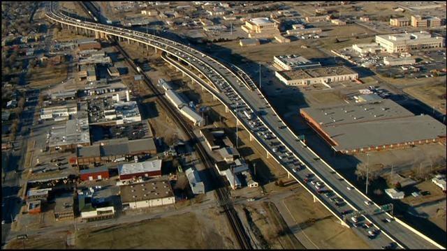 Injury Accident Blocks SB Lanes Of I-35, Near NE 10th