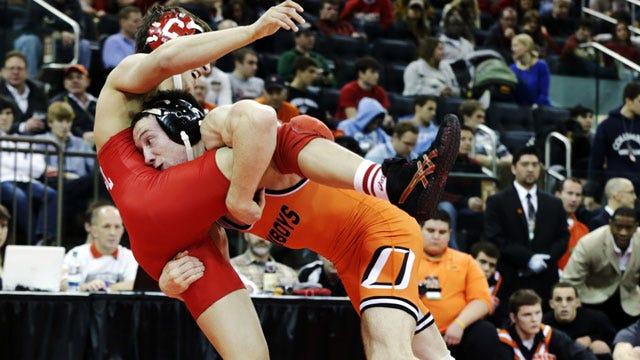 No. 2 Oklahoma State Wrestling Dominates Arizona State