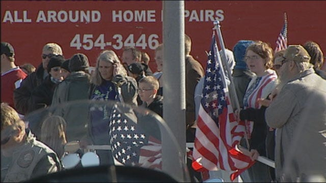 Hundreds Line Up To Honor Passing Of OK Soldier