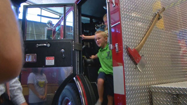Warr Acres FD Hosts UK Children From OKC Therapy Center