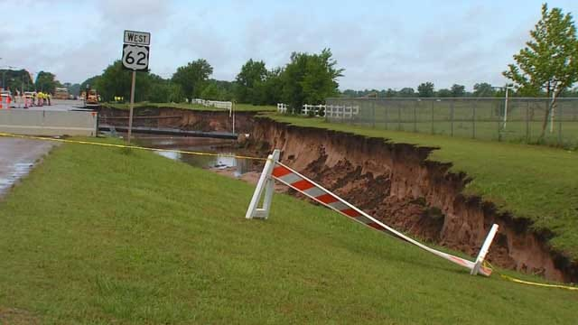 Huge Sinkhole In Midwest City Swallows One Lane Of Highway 62