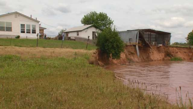 Choctaw Family Evacuates As Home Seeps Into Canadian River