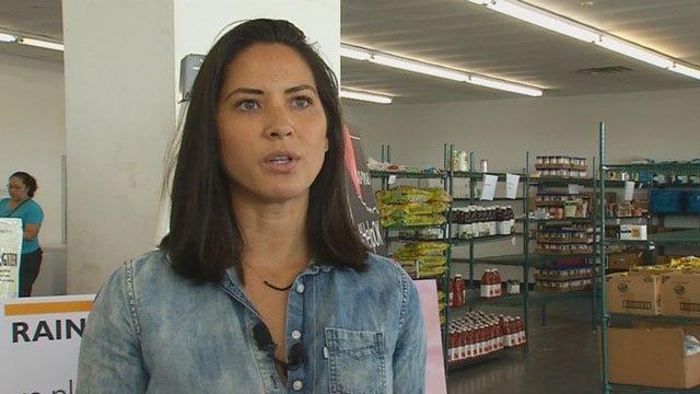 Oklahoma's Own Olivia Munn Lends A Hand At Regional Food Bank