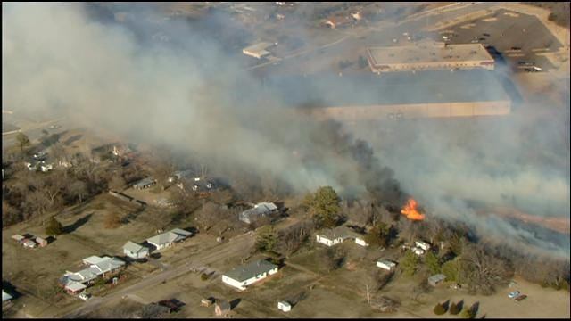 Crews Contain Large Grassfire In SE OKC Near Tinker AFB