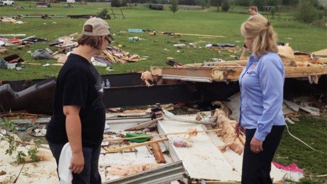 Gov. Fallin Tours Oklahoma Tornado Damage