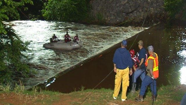 Search Continues For Teen Who Fell Off Kingfisher Dam