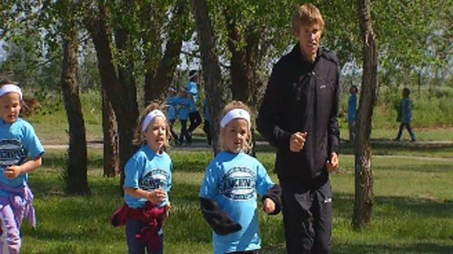 Olympian Ryan Hall Runs With Yukon Elementary School Students