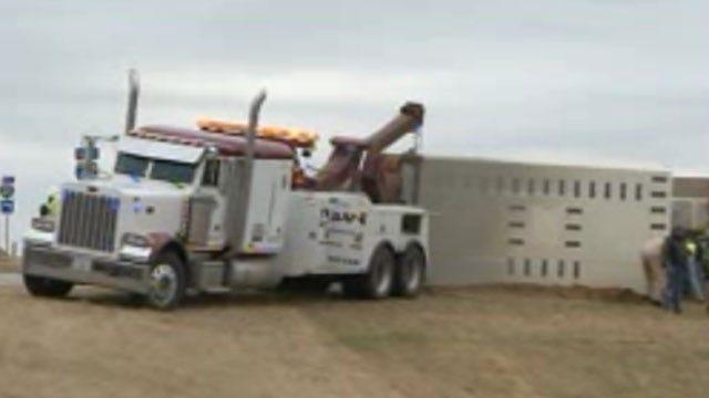 Crews Respond To Semi Wreck In Yukon