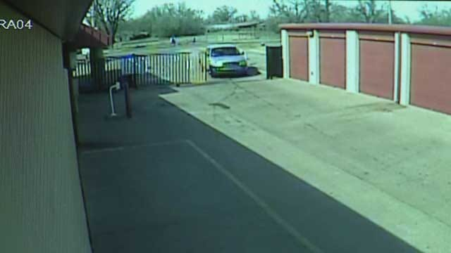 Police Search For Suspects In NW OKC Storage Unit Thefts