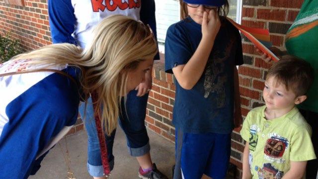 Putnam City Teachers Go Door-To-Door To Meet Students