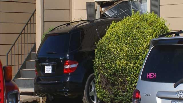 Police Suspect DUI After Car Crashes Into NW OKC Apartment
