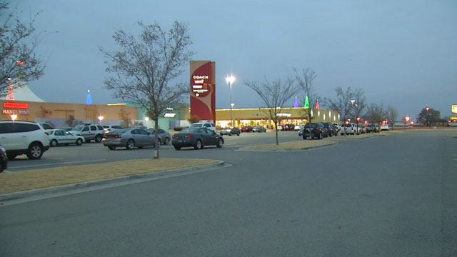 Woman And Niece Held At Knife-Point While Christmas Shopping