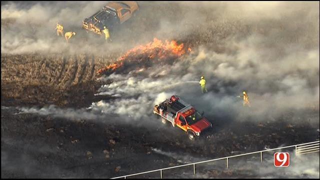 Crews Contain Metro Grass Fires