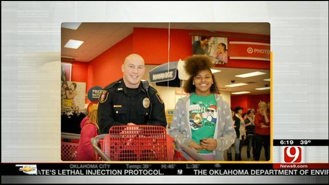 Oklahoma Police Officers Spreading Holiday Cheer