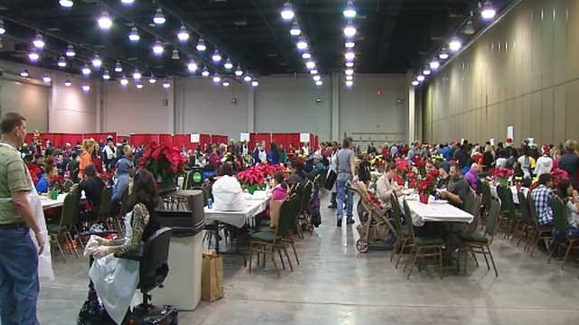 Thousands Attend Red Andrews Christmas Dinner In OKC