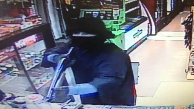 Enid Police: Man Armed With Shotgun Robs Convenience Store