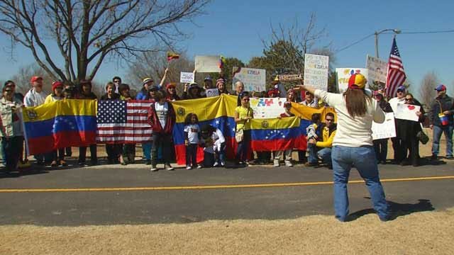 Oklahomans Support Venezuelans During Peaceful Protest