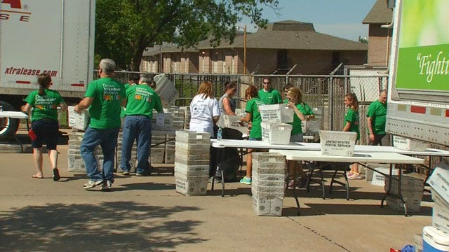 Oklahoma Letter Carriers Help Stamp Out Hunger