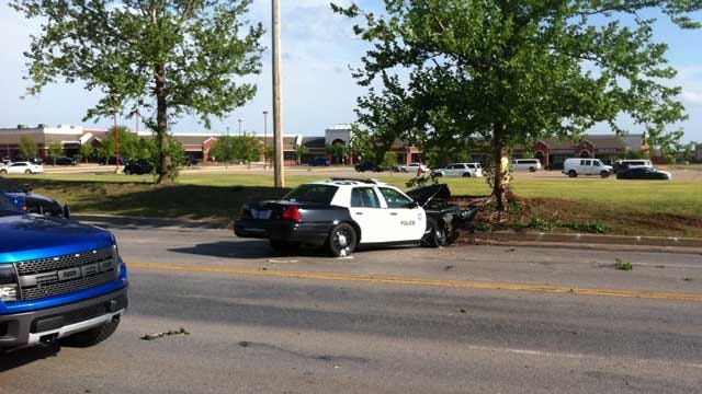 Police Officer Involved In Crash On Way To Bank Robbery In SW OKC