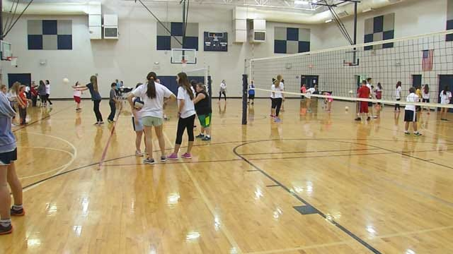 Edmond Volleyball Players Teach Kids With Special Needs