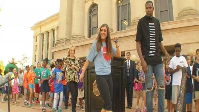 Fallin Teams Up With Durant For Fit-Kid Event