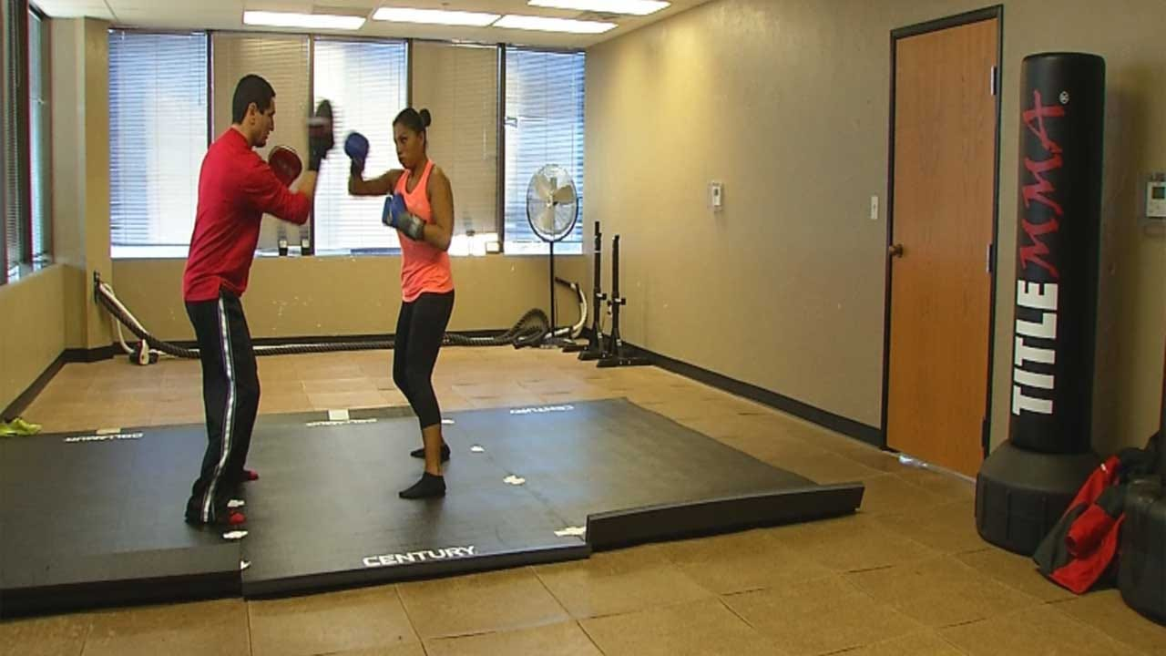 Clinic Offers Free Self-Defense Class In Time For Holiday Shopping