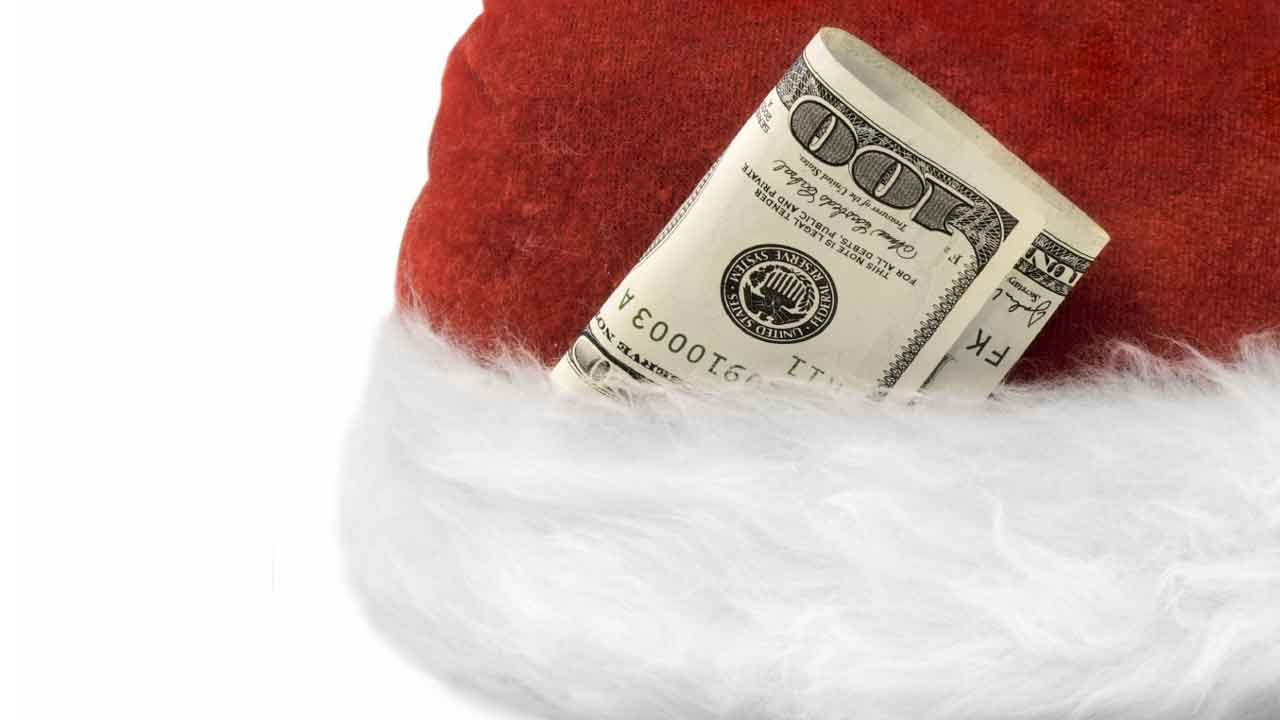 Most Americans Don't Expect A Holiday Bonus