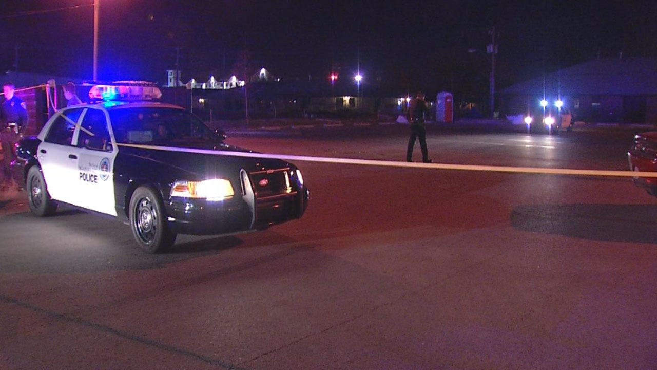 OKC Police Investigate Shooting In Parking Lot Of Waffle House