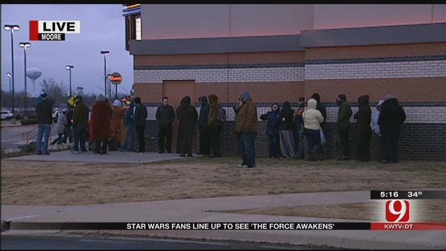 Oklahomans Line Up To Watch First Showing Of The Force Awakens