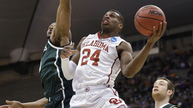 No. 3 Oklahoma Improves To 8-0 Behind Hield's 33 Points