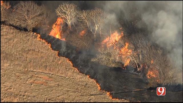 Crews Battle Grass Fire Near Calumet, El Reno
