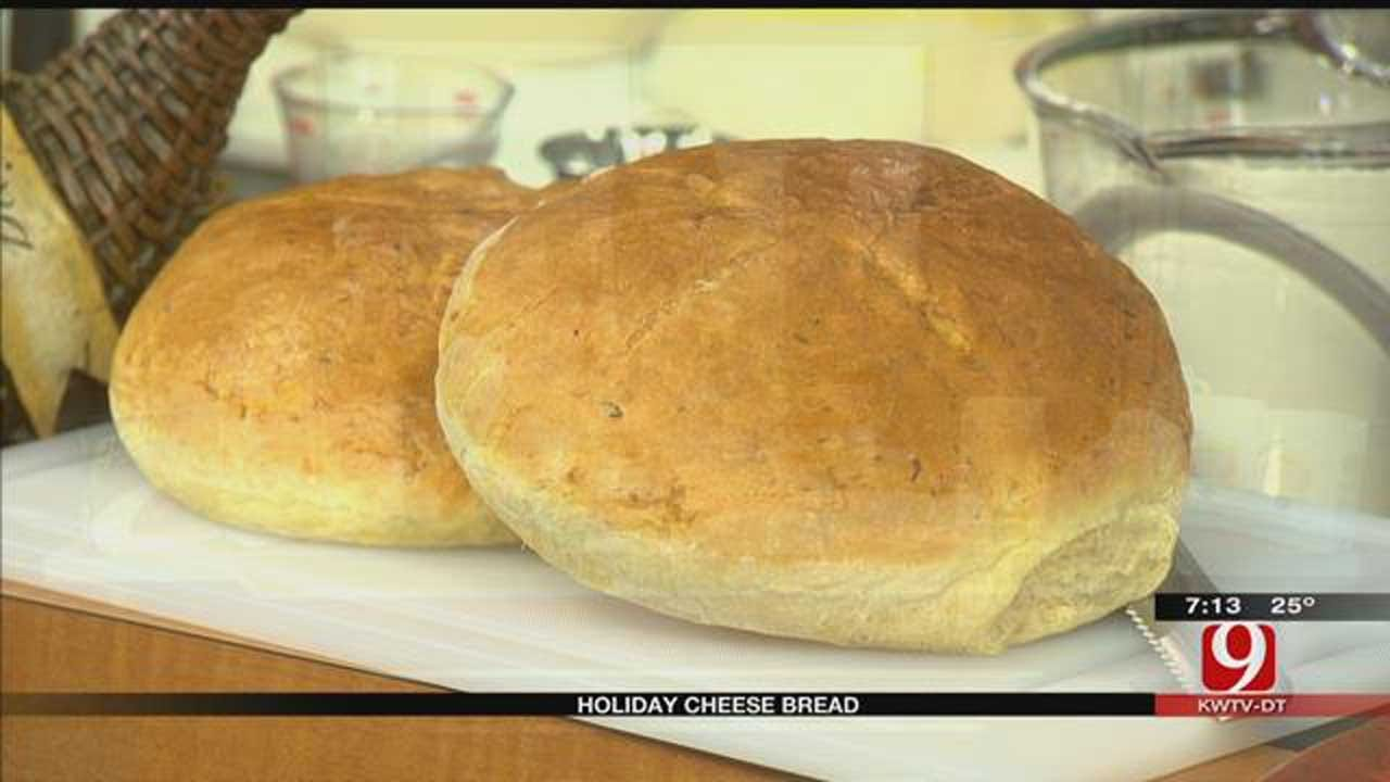 MIO: Holiday Cheese Bread