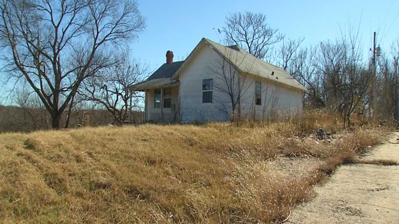 Luther Homeowner Holds Thieves At Gunpoint Until Deputies Arrive