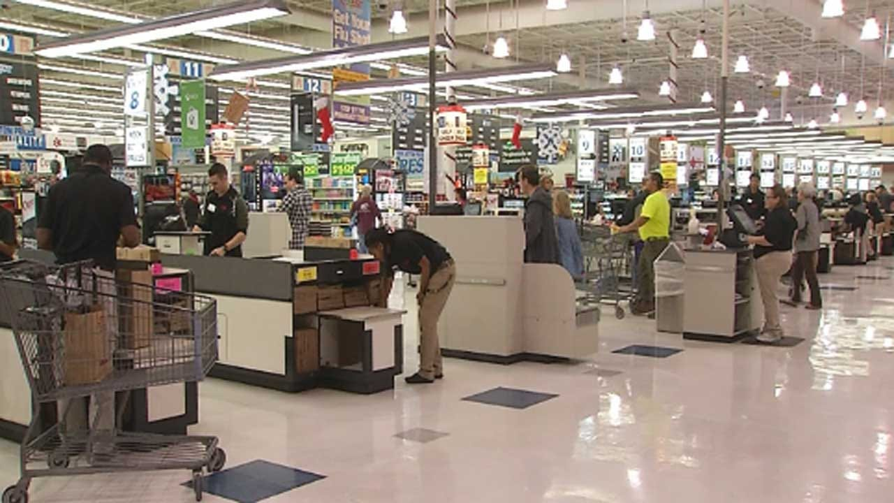Metro Shoppers Prepare For Thanksgiving, Possible Bad Weather