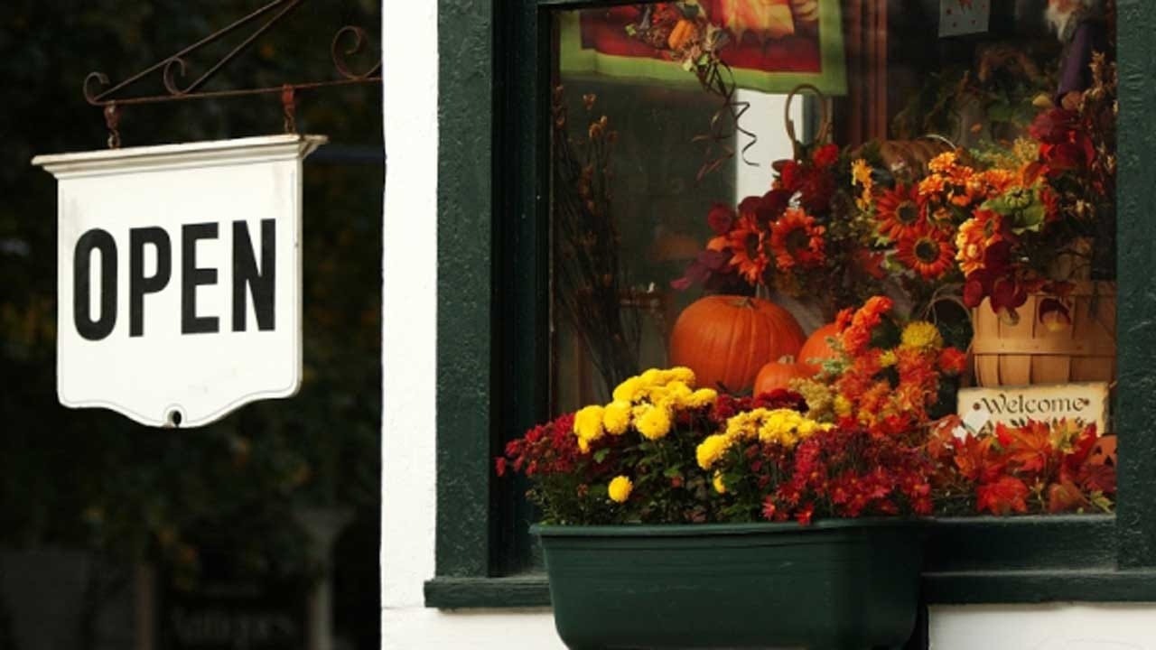 Should Retailers Stay Open On Thanksgiving?