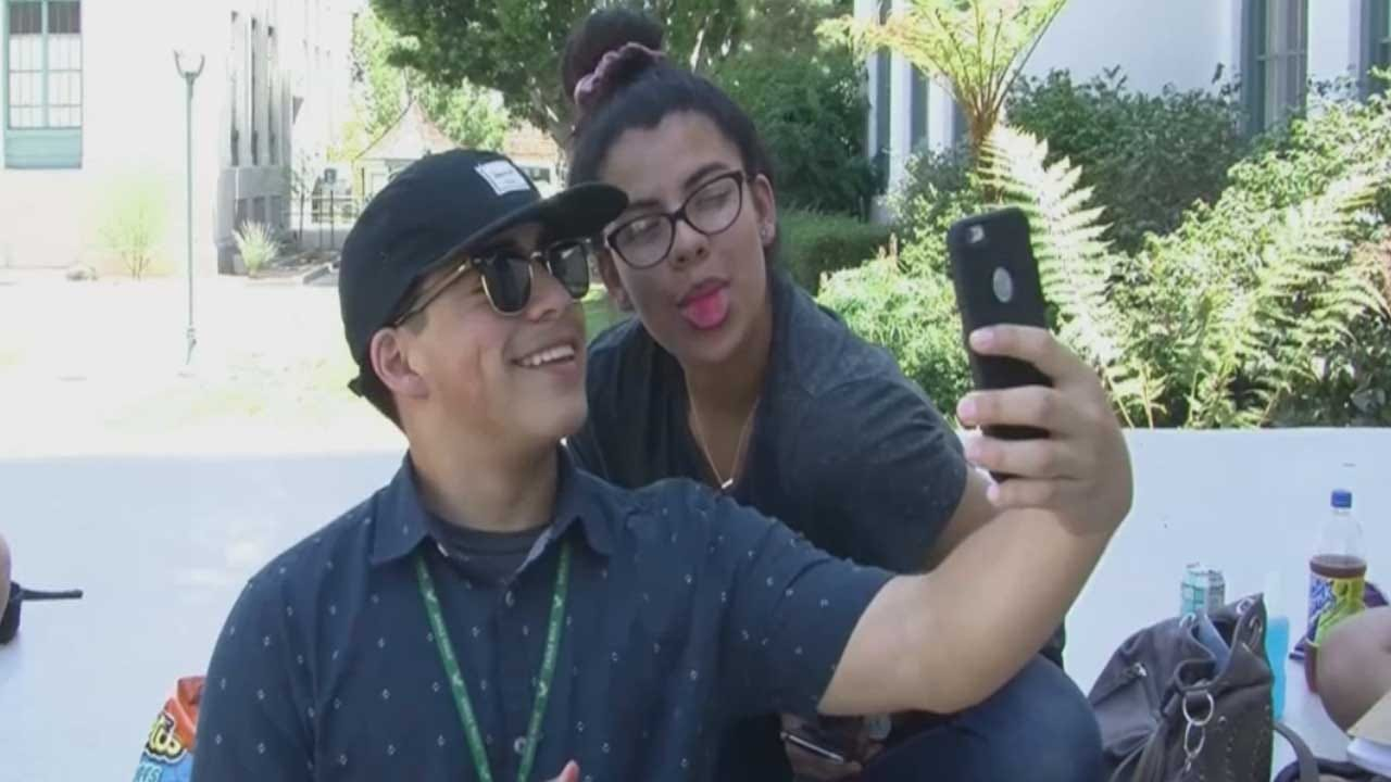 Doctors Now Concerned About Selfie Addiction