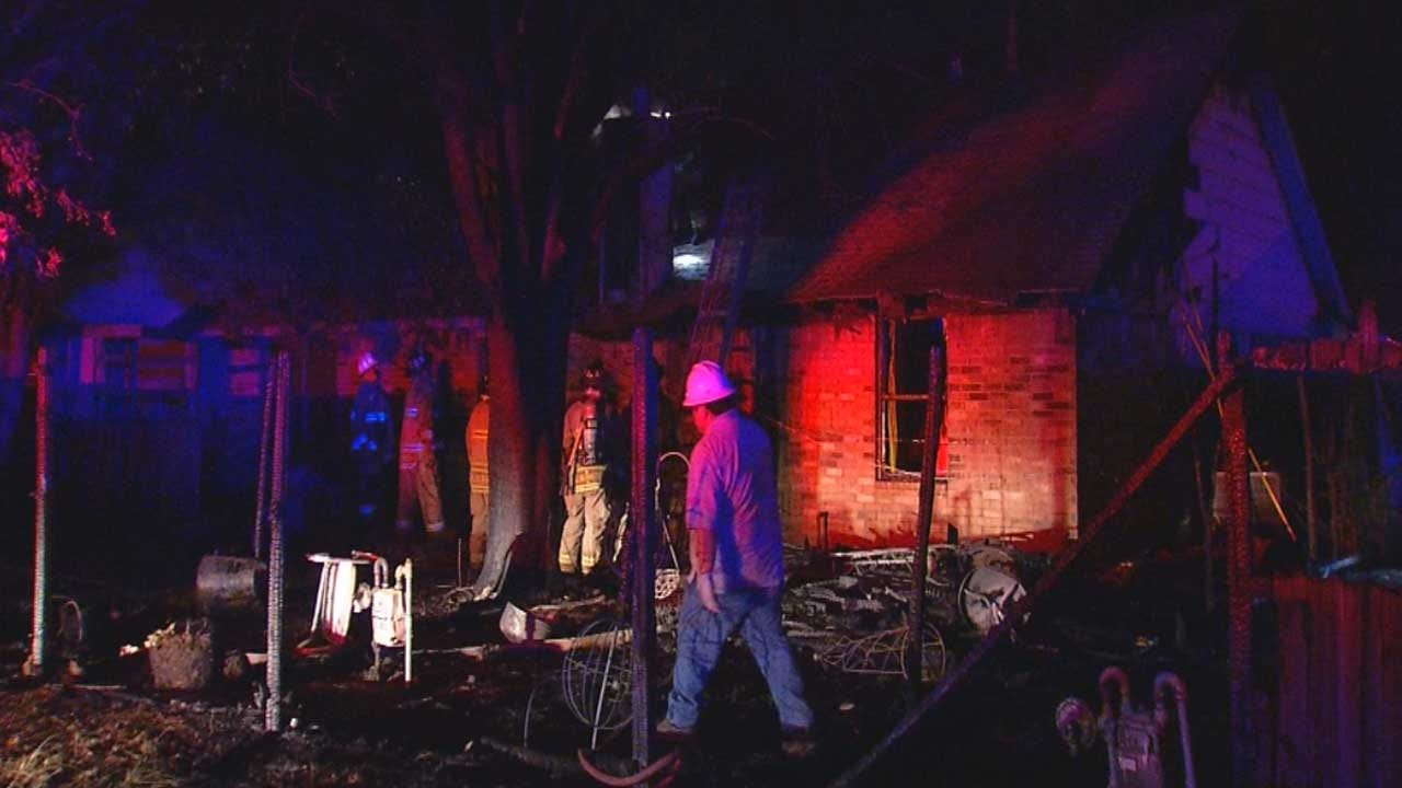 Officials: Neighbor Alerted Yukon Family To House Fire