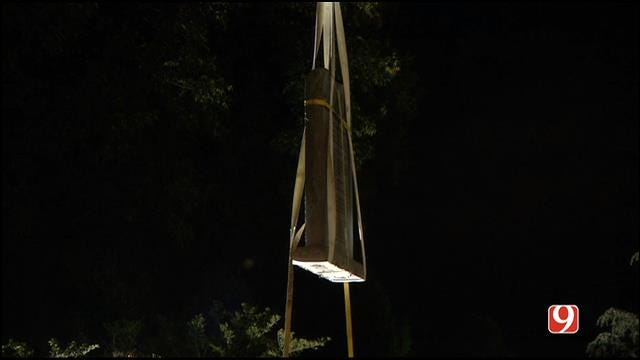 Crews Remove Ten Commandments Monument