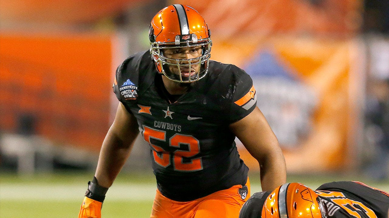 Simmons Injury Makes For Big Shoes To Fill At Middle Linebacker