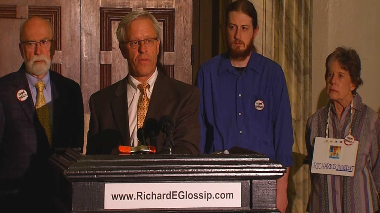 Glossip's Attorneys Present Evidence To Governor's Office