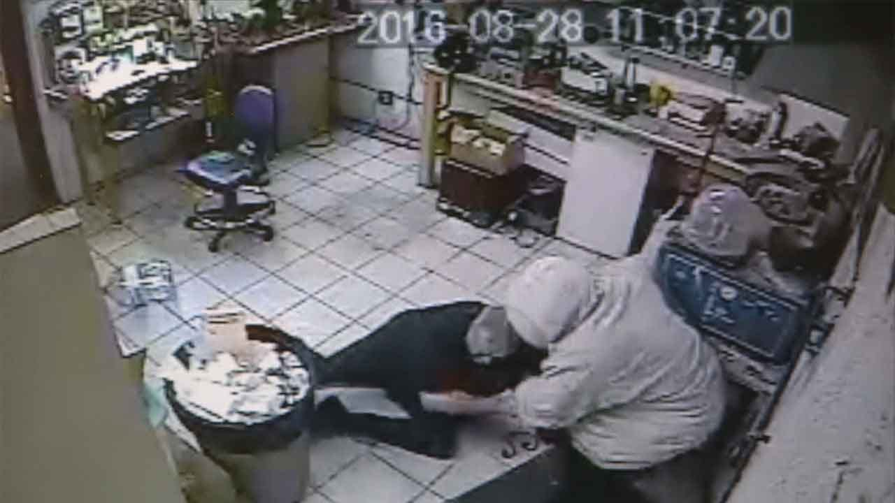 Caught On Camera: Victim Lunges At Armed Robber In MWC