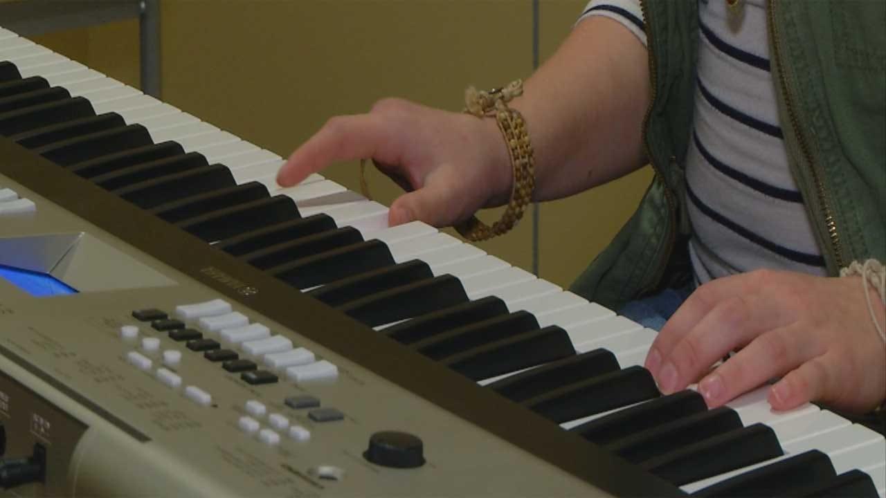 Oklahoma Teen Relearns Piano Following Amputation