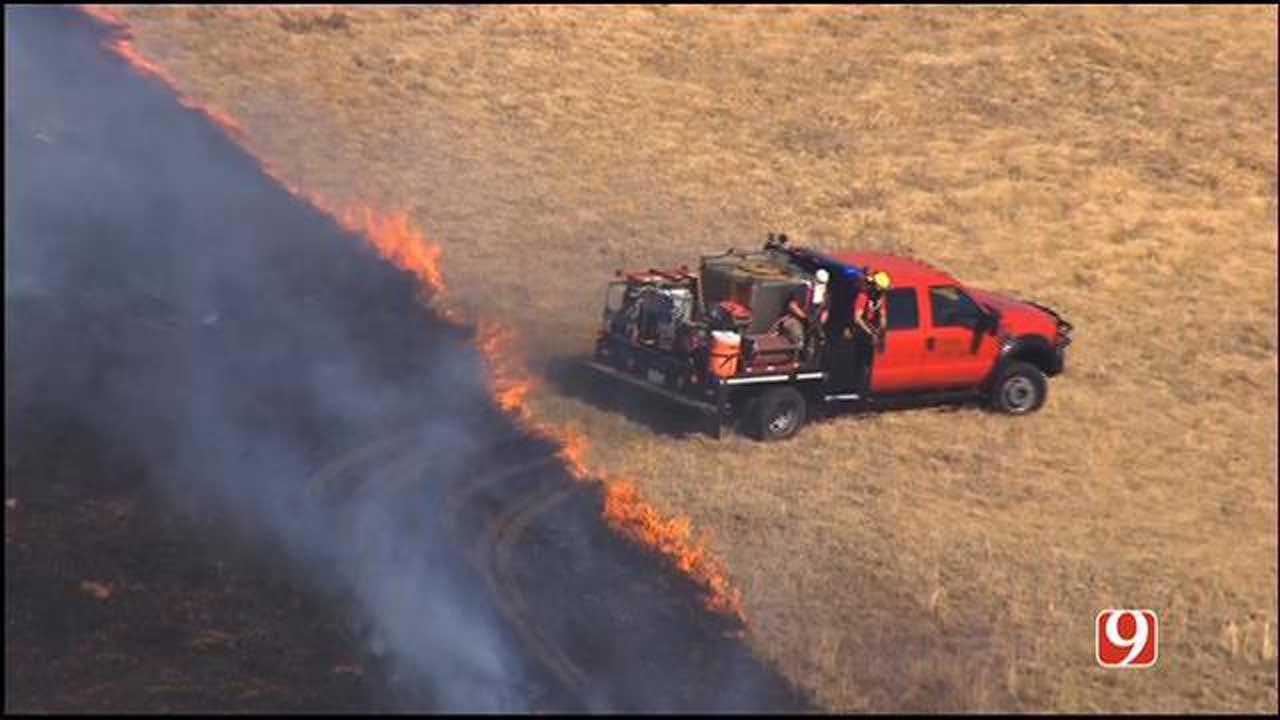 Crews Battles Large Grass Fire Near Union City