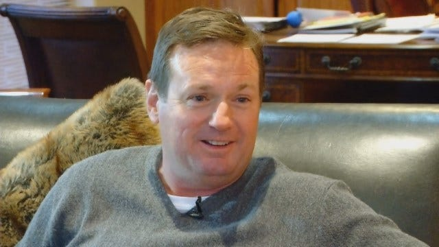 Dean Goes 1-on-1 With OU Football Coach Bob Stoops